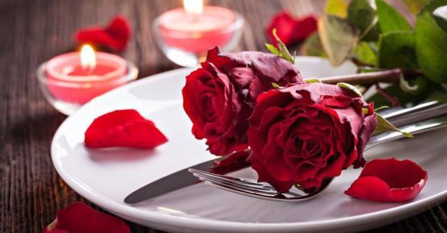"""Romantiktage mit 2 Übernachtungen <br />und """"Dinner for Two""""   ab  € 220,00"""