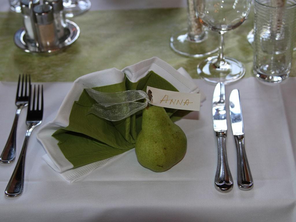 festlich gedeckter Tisch im Schloss Kassegg