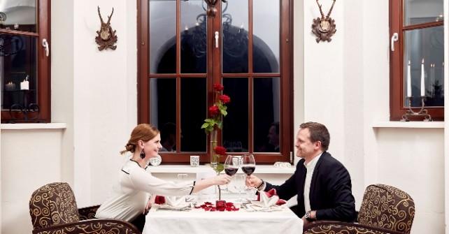 Gutschein für: Romantik Dinner für zwei Personen mit Weinbegleitung